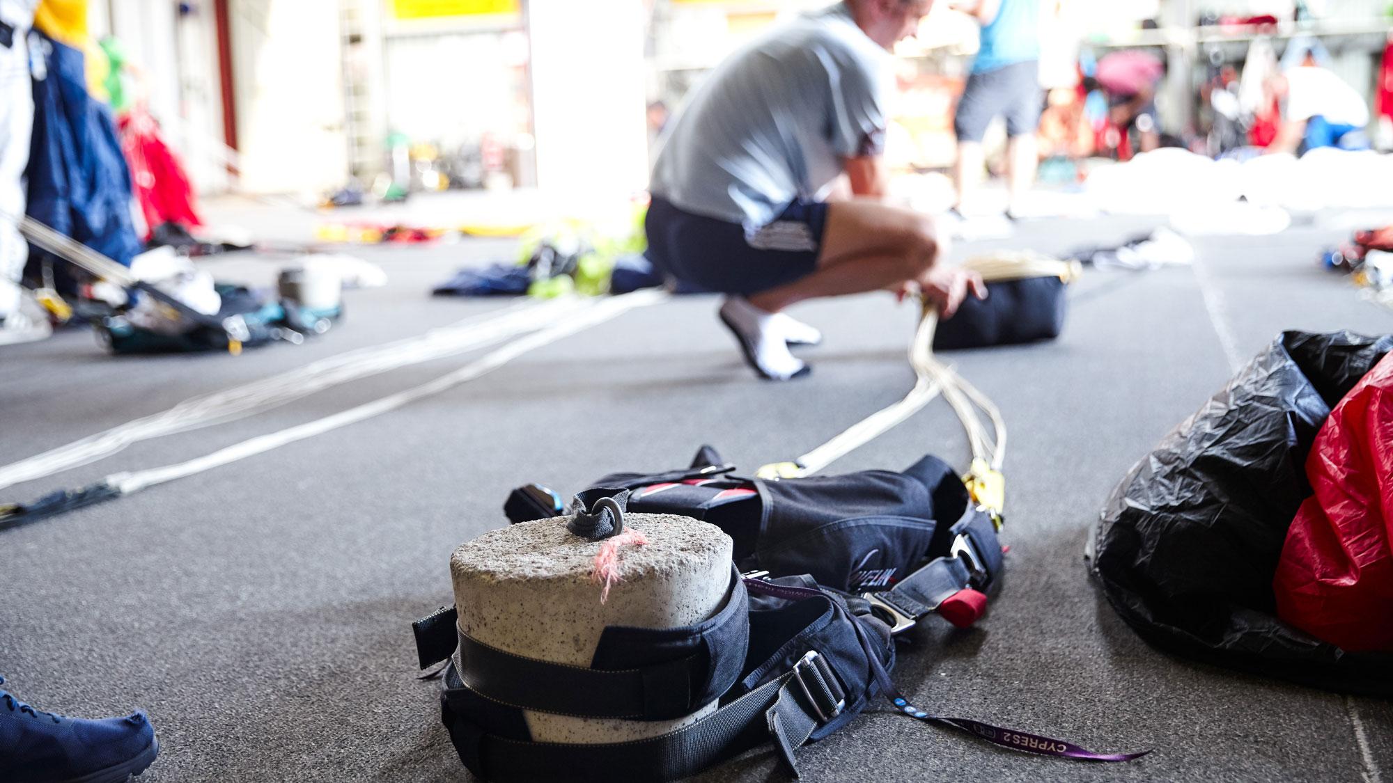 TAKE Off Sportspringer mit seiner Ausrüstung