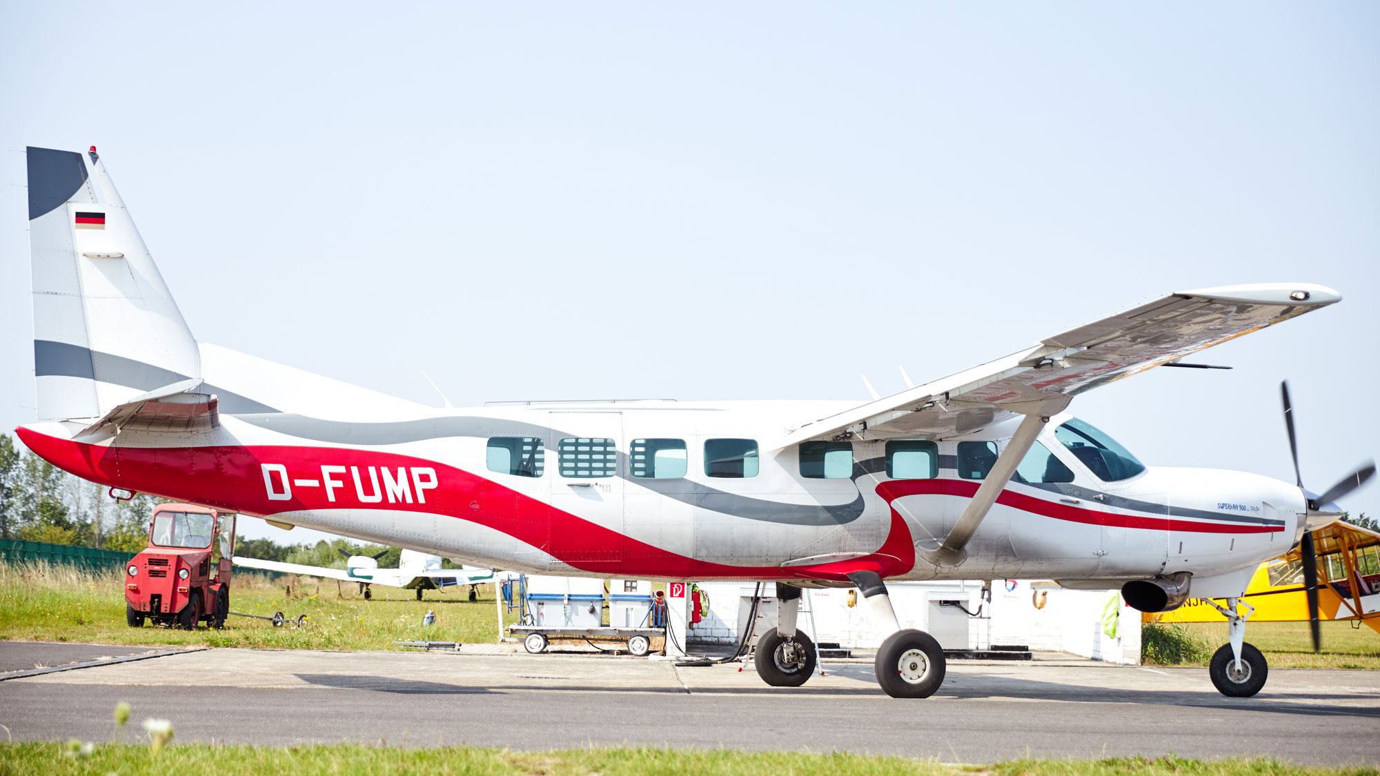 TAKE OFF - Cessna Grand Caravan D-FUMP in der Seitenansicht
