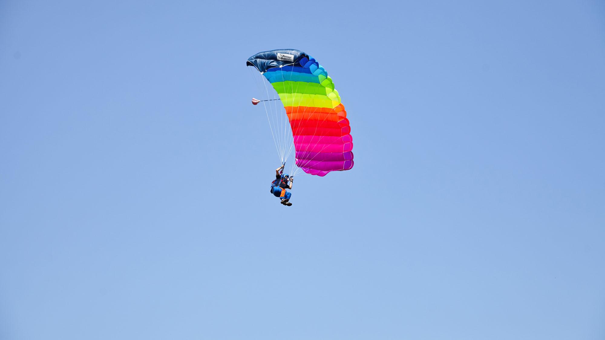Fallschirmspringen lernen bei uns im Kurs ab 219 €