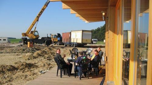 TAKE OFF Falllschirmsport - Foto aus den Anfängen - Pause machen auf der Baustelle