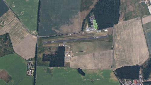 TAKE Off Fallschirmsport Center - Airbase Bistro mit GästenFlugplatz Fehrbellin aus dem Flugzeug fotografiert