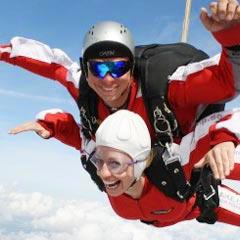 TAKE OFF Fallschirmsprung - Gast Anja beim Sprung