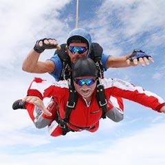 TAKE OFF Fallschirmsprung - Gast Conrad beim Sprung