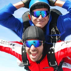 TAKE OFF Fallschirmsprung - Gast Dirk beim Sprung