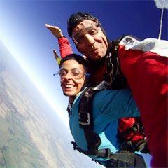 TAKE OFF Fallschirmsprung - Gast Susanne beim Sprung