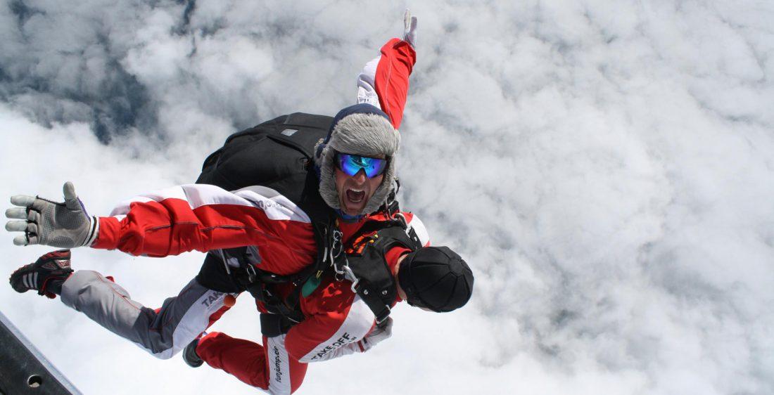 TAKE Off Berlin - Tandemspringen - Tandemspringer haben Spaß über den Wolken