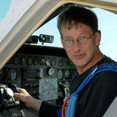 TAKE OFF Berlin - Team - Marcel im Flugzeug