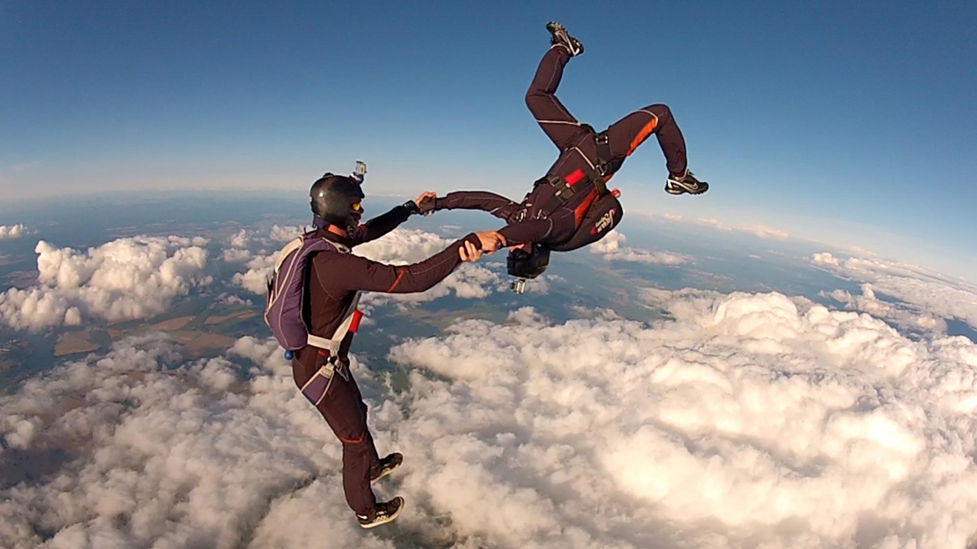 TAKE OFF Fallschirmsport - Freeflying-Training über den Wolken von Fehrbellin