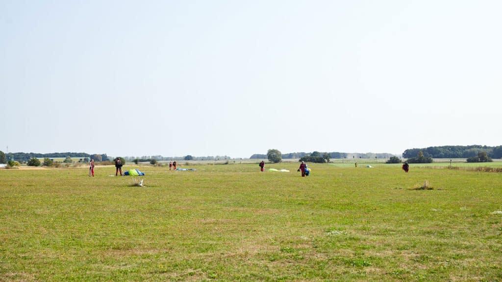 takeoff-fallschirmspringen-landeplatz-2000x1125